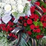 Венок из живых цветов траурный